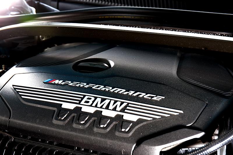 搭載的2.0升渦輪引擎能繳出306hp/45.9kgm最大動力。