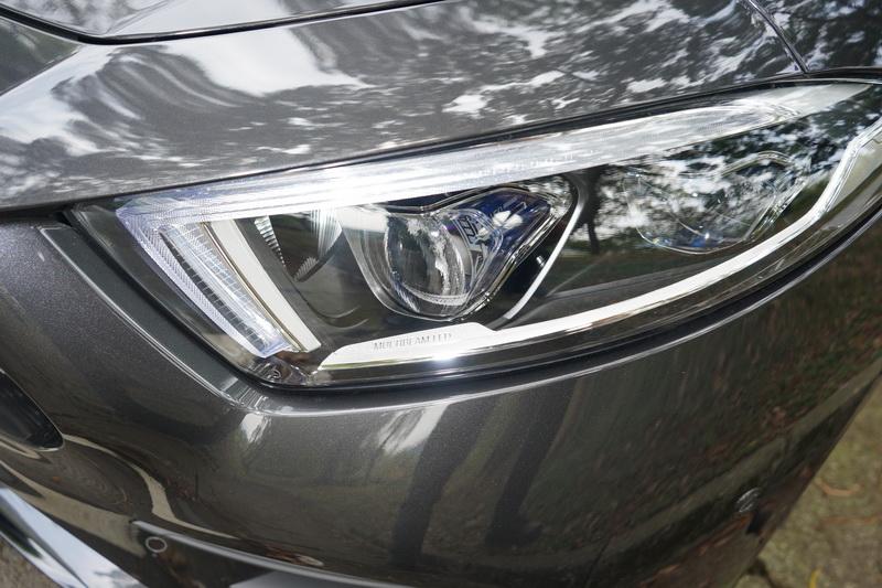 倒鉤型日行燈與新A-Class、AMG GT有著相似的家族化DNA