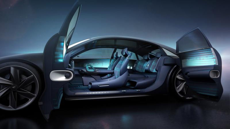 車門採對開式設計。