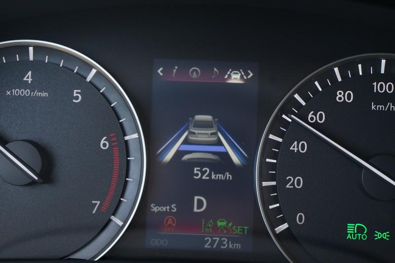 相較於改款前ACC在時速30 km/h以上才能啟動,現在可自動跟著前車到停的程度