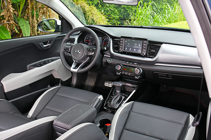 座艙相對較為簡約樸實,但整體質感還是有一定水準。