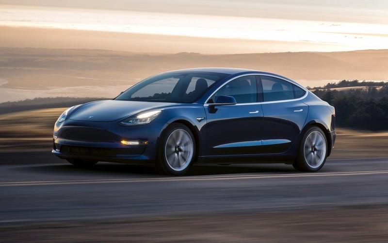Model 3 Performance動力為473hp/65.2kgm。