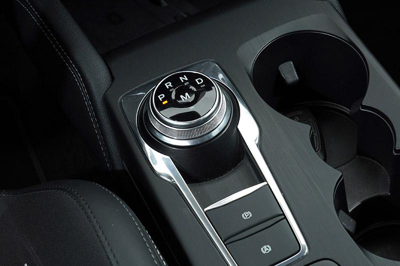 導入自排的Focus ST,排檔旋鈕並沒有採特殊樣式,但變速箱檔位叫一般車型少了一檔。