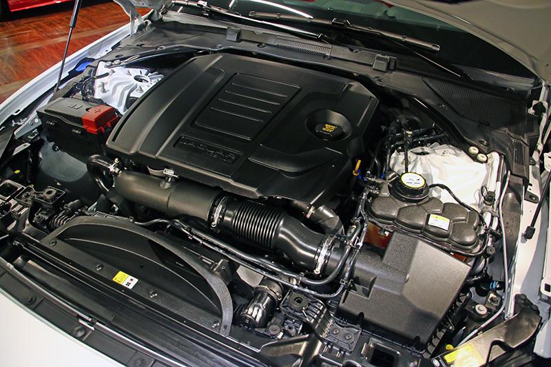 20年式全新改款導入2.0L Ingenium四缸渦輪增壓汽油引擎300ps與250ps兩款高效能動力選項。