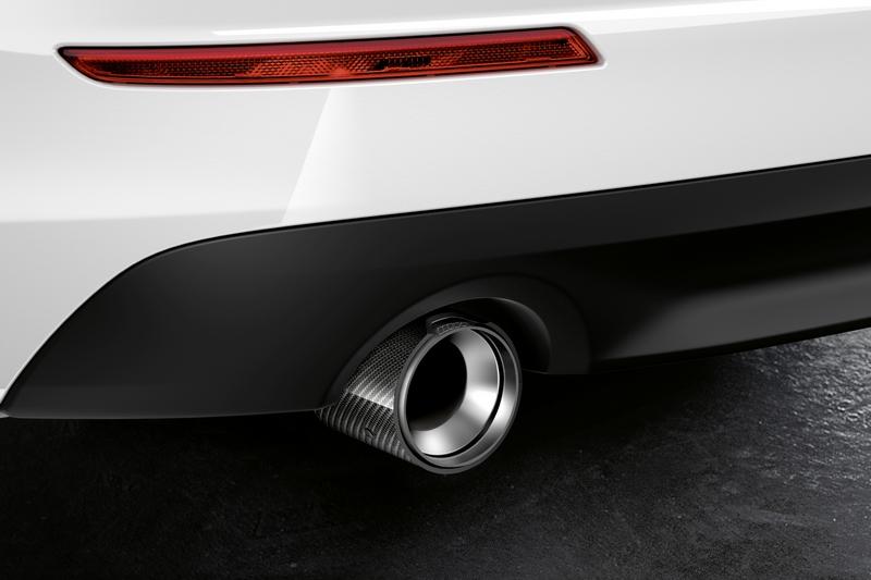 碳纖維尾飾管與M款下擾流,讓車尾視覺展現令人滿意的效果。