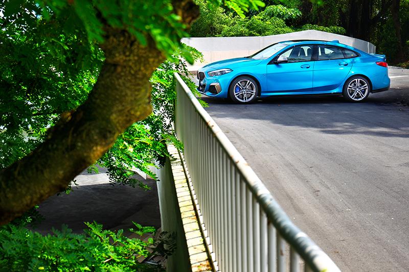低扁身形勾勒出跑車身形,但四門Coupe則同時兼顧實用性。