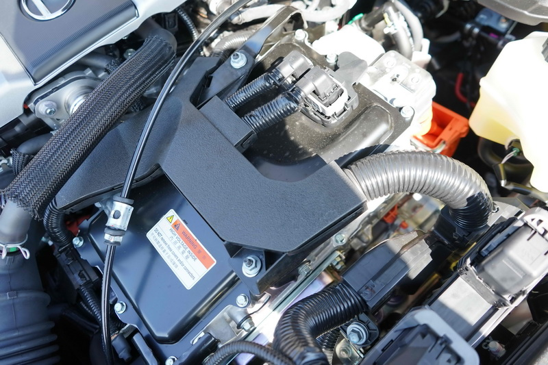 雖然引擎同為2.0升自然進氣,但加入電動馬達後讓綜效馬力提升至178匹