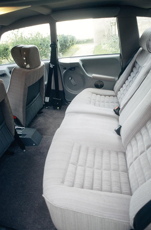 1976年時推出的Prestige長軸版,軸距加長250mm後使內部空間大幅提升。