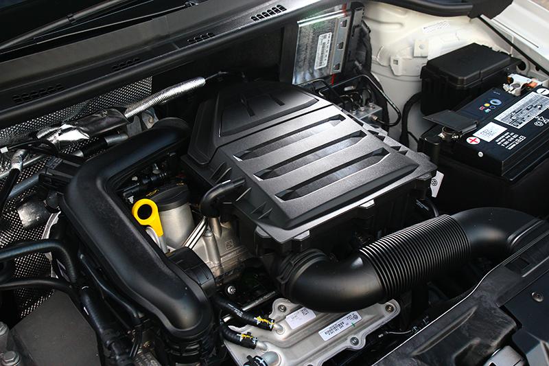 1.0升渦輪引擎110hp/20.4kgm動力足以應付多數路況,即便高速巡航也不會氣虛。