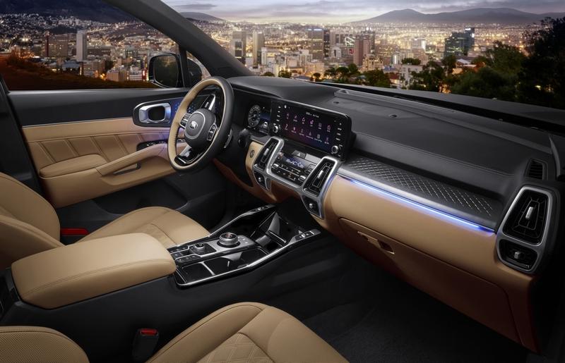 座艙設計具有鮮明的層次感,排檔也用旋鈕式設計來增加開闊度。
