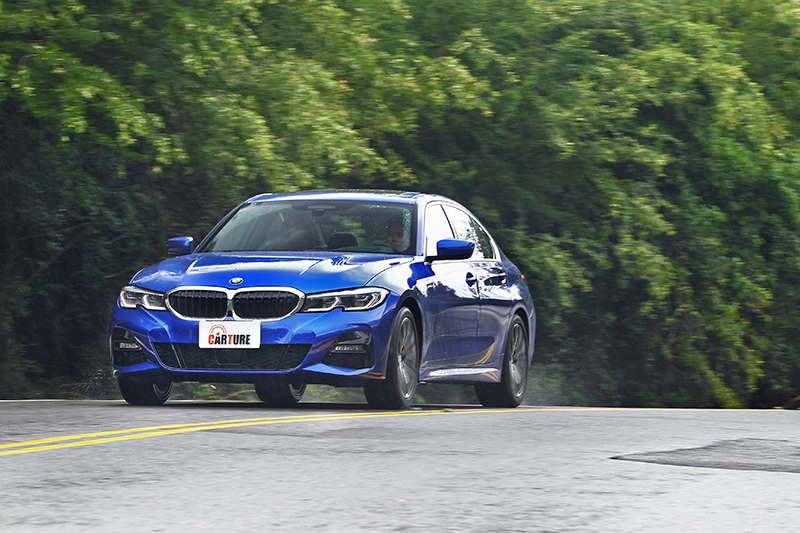 BMW 330i M Sport的主動車距控制定速巡航,絕對是長途駕駛時偷懶的好道具。