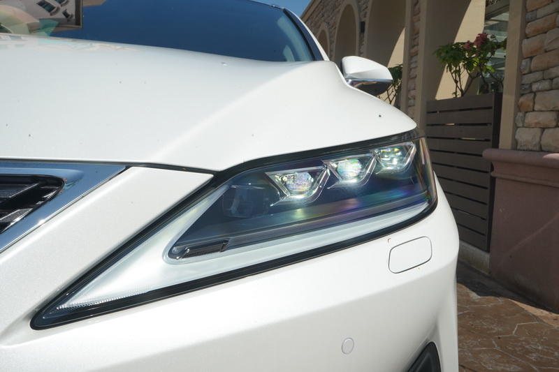 LED頭燈的輪廓變得更為修長,讓原本就相當魅惑的眼神更顯銳利姿態