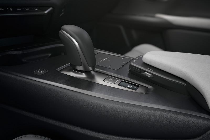 因應電動車系統則將排檔改為線傳控制。