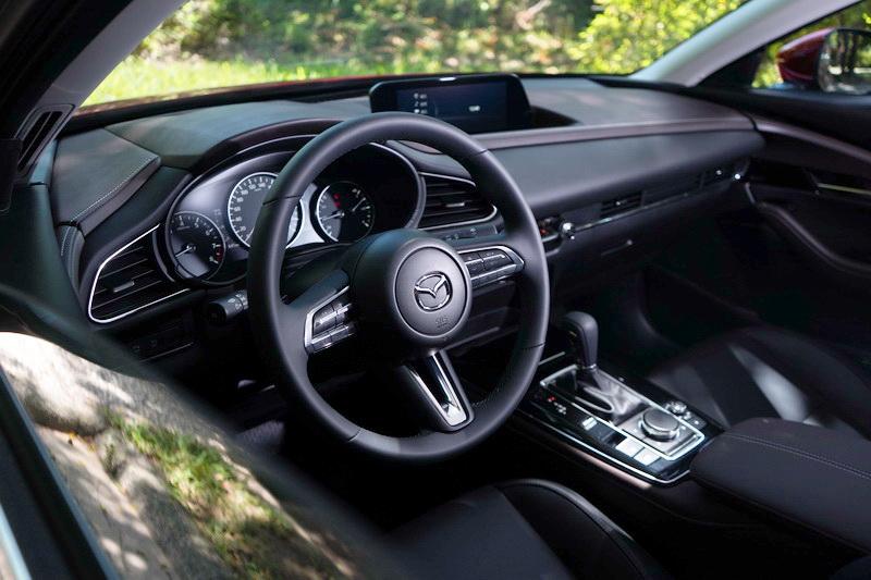 Mazda的內裝鋪陳其質感與設計功力堪稱日系品牌的時尚大師