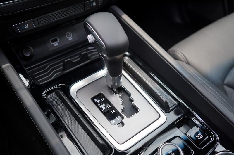 由Mercedes-Benz提供的7速E-Tronic手自排變速箱,換檔順暢度及運轉質感不在話下