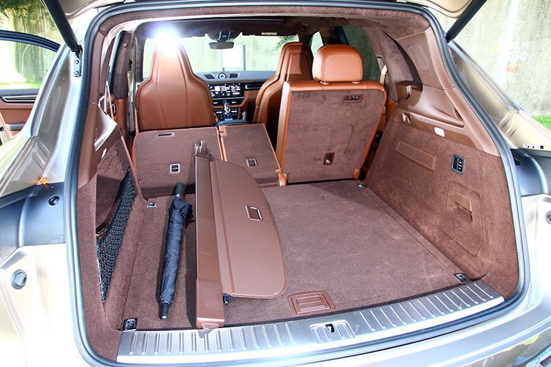 Cayenne Turbo當然保有LSUV該有的機能性。