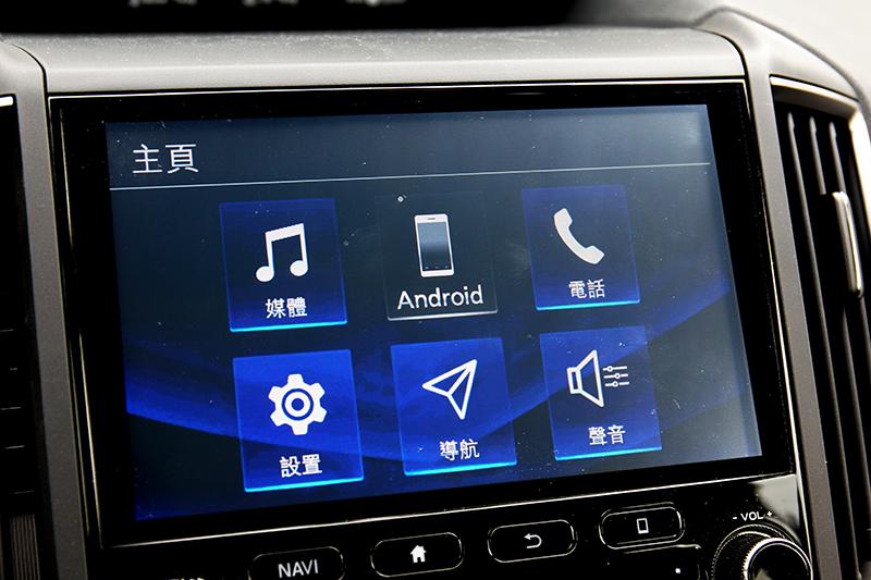 八吋觸控螢幕具備android auto功能。