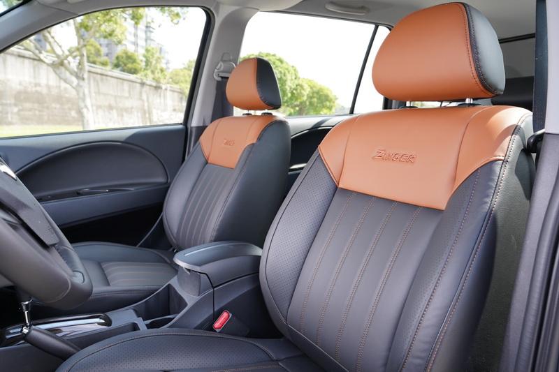 更為活潑的雙色座椅配色,讓Zinger跳脫商旅車的範疇