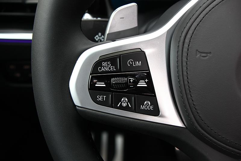 Personal CoPilot介面控鍵皆位於方向盤左側,只需輕按下方中央方向盤與車道按鍵,就能輕鬆啟用功能。