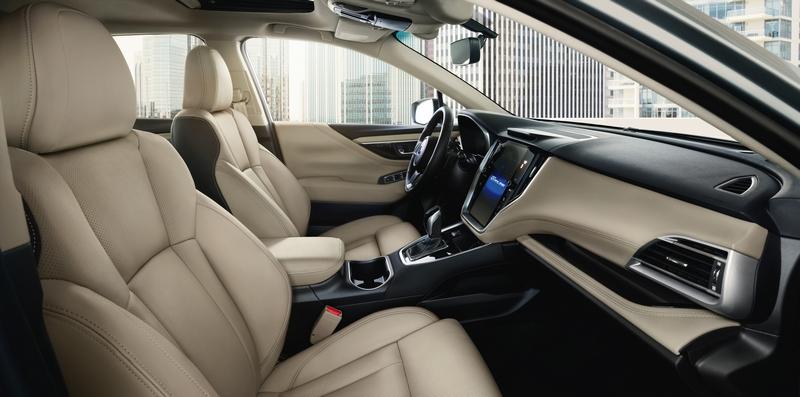 在大量皮質與軟質飾板鋪陳下,大幅提升座艙氛圍質感。