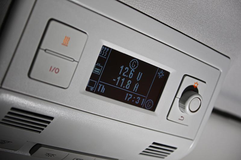 對於露營車來書相當重要的空調與電壓顯示功能,在California Coast上也被周延考量到。