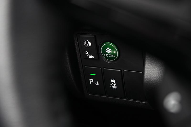 在六合一盲區智慧語音防護系統加上九大主動安全系統攜手合作後,Honda安全智勝版將帶來更面面俱到的行車呵護。