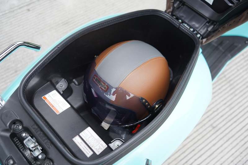 車廂空間僅可容納一組3/4安全帽,對於有大容量需求的消費者而言稍稍打了些折扣