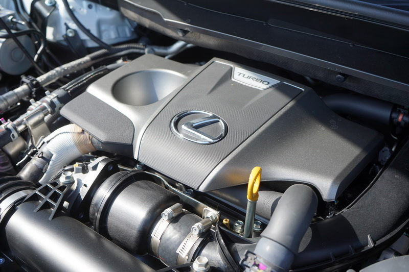RX 300仍延改款前的4缸2.0升渦輪增壓引擎,具備238匹最大馬力
