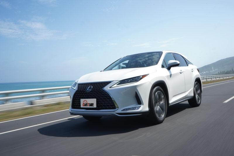雖然車重不輕,不過起步加速仍保有Lexus慣有的輕盈感