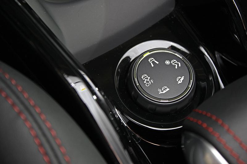 Grip Control抓地力控制系統可透過電子循跡防滑,於雪天、泥地或沙石等低摩擦路面增加前輪抓地力。