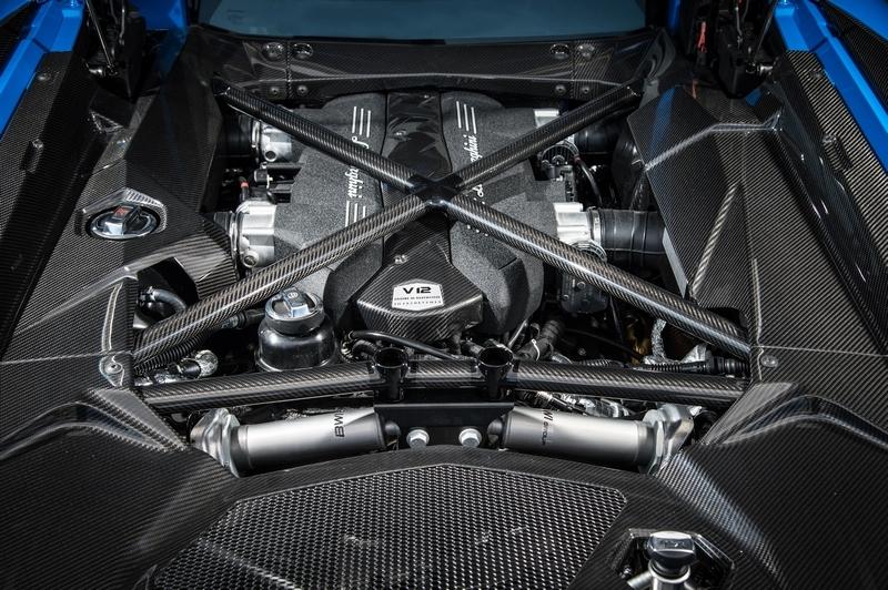 在Squadra Corse調校下,6.5升V12引擎有著830匹馬力。