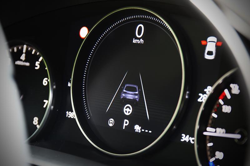 7吋TFT全彩數位儀錶可顯示更豐富駕駛資訊,且同步提升科技視覺感度。
