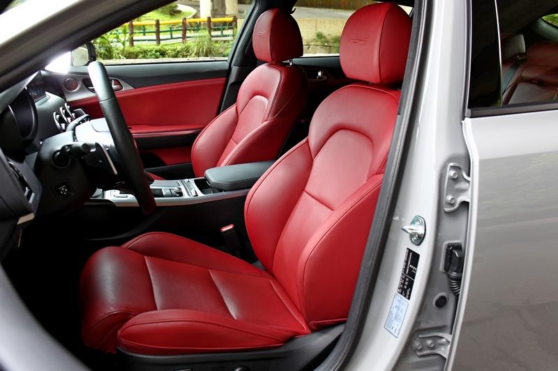 2.0T GT-Line車型座椅改為GT Line真皮材質。