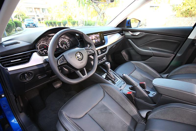 控台銅色飾板讓座艙質感氛圍大大提升。
