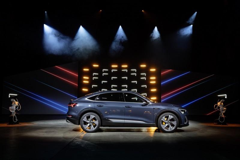 e-tron Sportback車身尺碼與e-tron相同,但卻有著更流線運動化的身形。
