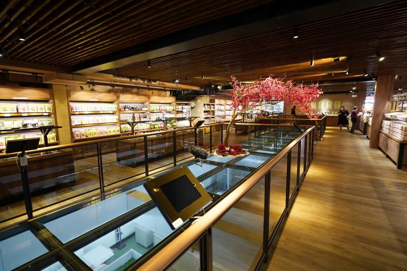 一樓為茶葉製作參觀區,二樓為禮品+品茗區,三樓可體驗奉茶、茶道及DIY揉茶活動