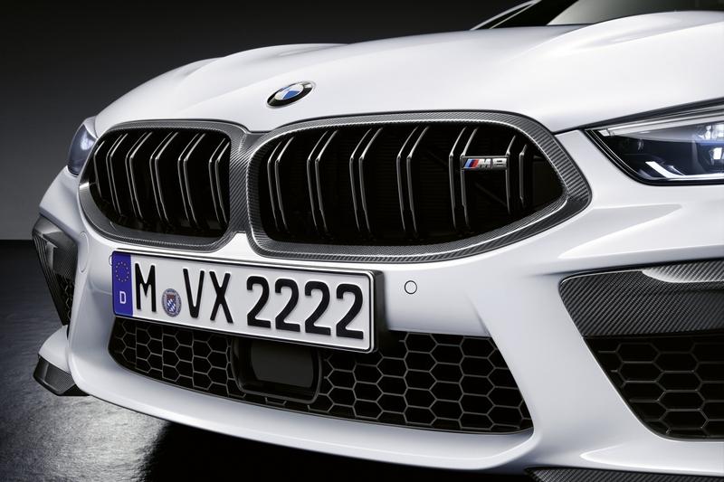 M Performance替M8水箱護罩換上碳纖維飾框。