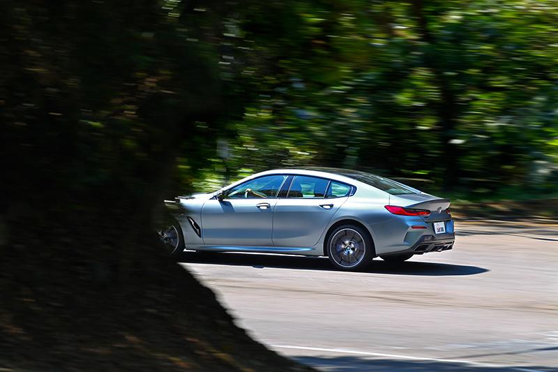 行路有著高級舒適感受,但同時也保有跑車應有的操控水準。