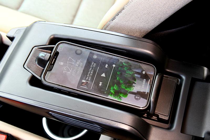 新年式另一升級重點就是增加無線充電配備。