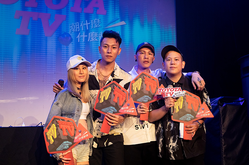 《Toyota TV嘻哈一夏演唱會》陳嘉唯(左起)、瘦子、小春、主持人恩熙俊。/Toyota TV提供