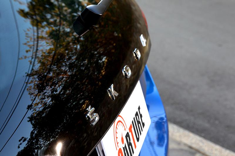 既然是新世代車型,車尾廠徽當然也換成Skoda銘牌字樣。