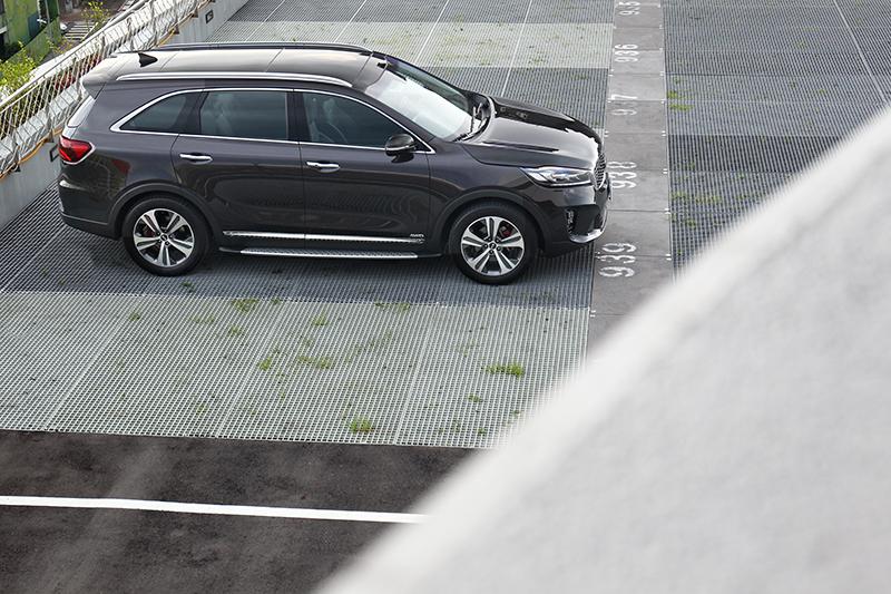車內優異的空間來自於4,800×1,890×1,685mm車身尺碼與2,780mm軸距。