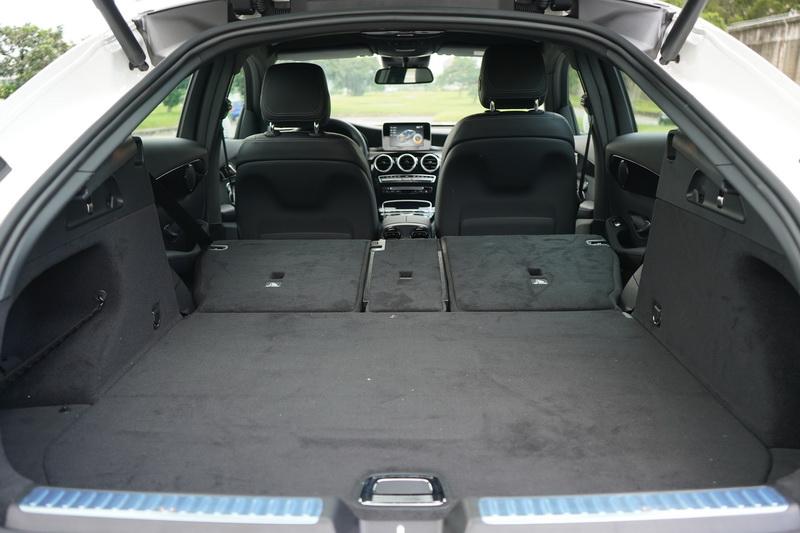 後排座椅放倒雖可擴增至1,400公升,但仍少GLC 100公升