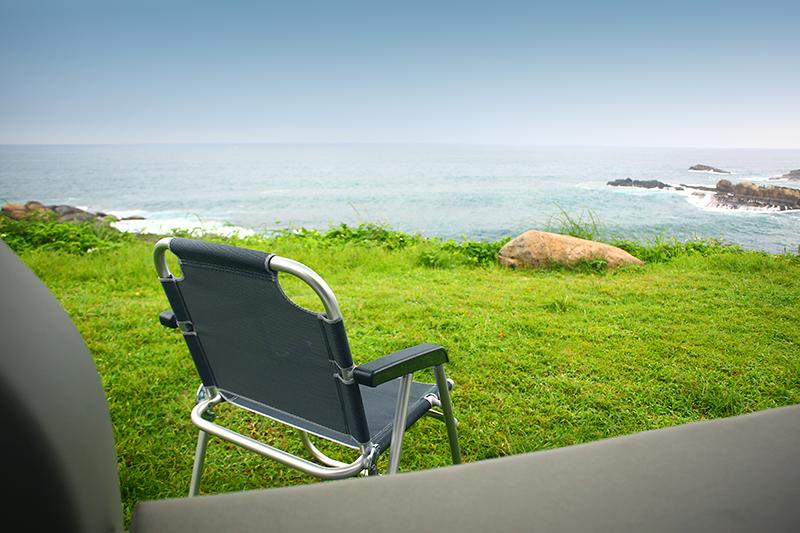 其實,就算給張椅子在這看海一整天,我也已經心滿意足了啊!