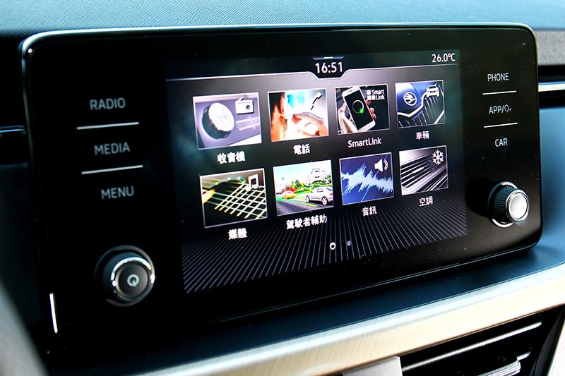 中控為八吋螢幕,且操作介面也是最新設計。