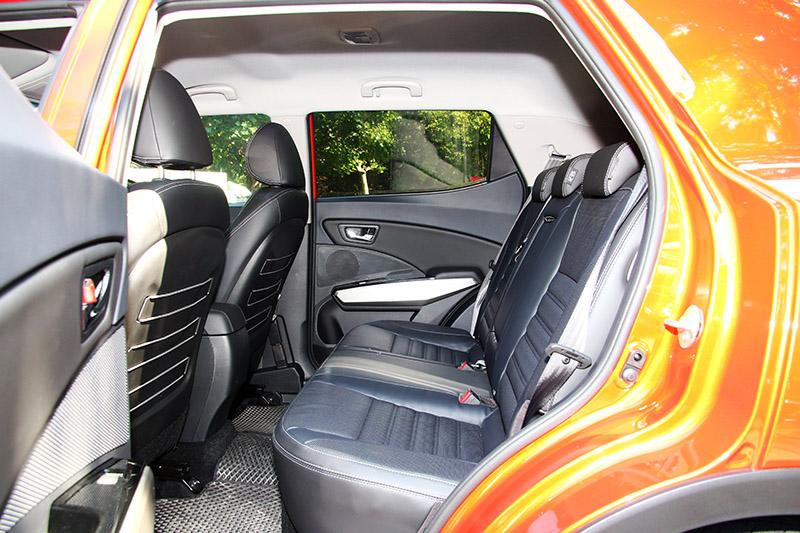 後座乘坐舒適度表現在同級車中屬前段班。