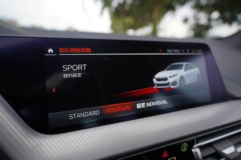 Sport模式下電腦以較高的轉速與延後換檔的特性仍能帶給駕馭者十足快感