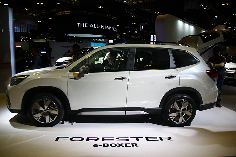Subaru於本屆新加坡車展展出Forester e-Boxer。