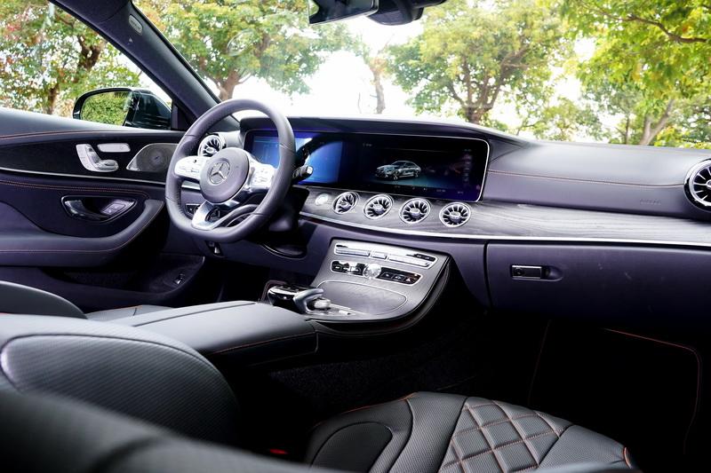 新世代Mercedes-Benz車款的內裝在導入全數位儀表後,整體配置上看起來更為簡潔
