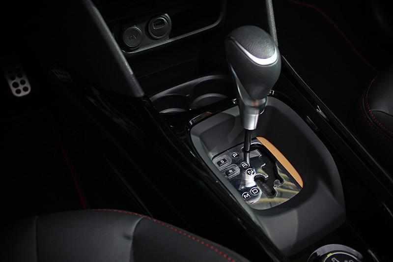 EAT6 六速手自排變速系統搭配引擎適得其所,並由此帶來高達21.3km/L的平均油耗。